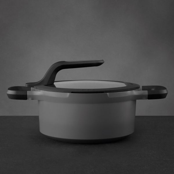 Covered stay-cool casserole grey 20 cm - Gem