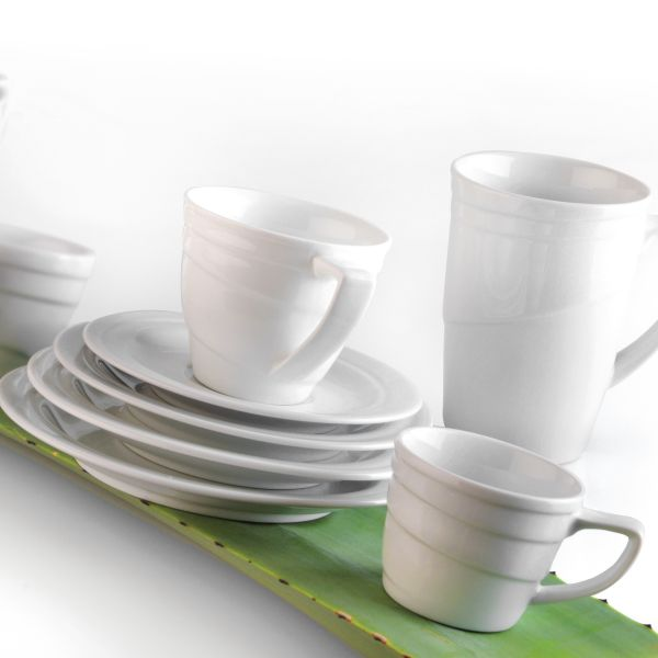 Medium coffee cup and saucer - Essentials