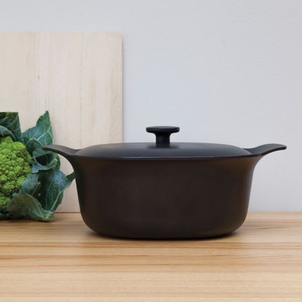 Oval covered casserole cast iron black 28 x 22 cm - Ron